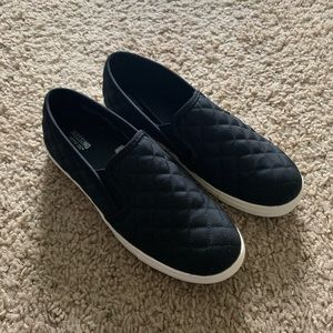Mossimo Sneakers Slip On Quilted Black